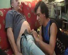 Gordinho botando o gayzão pra chupar tudinho