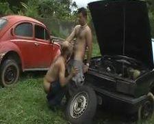 Gordinho peludo brasileiro dando pro macho gostoso