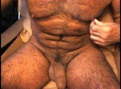 Coroa peludo se masturbando na webcam