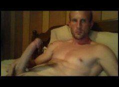 Safado exibindo seu baita pirocão na webcam