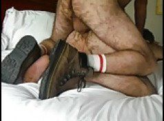 Sexo gay com dois peludões tarados