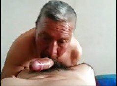 Velho veado chupando piroca