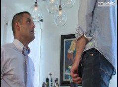 Sexo gay picante entre amigos sarados tesudos