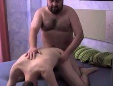 Gay gostosinho dando a bundinha pro gordinho