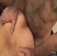 Video de sexo gay com dois velhos transando no motel