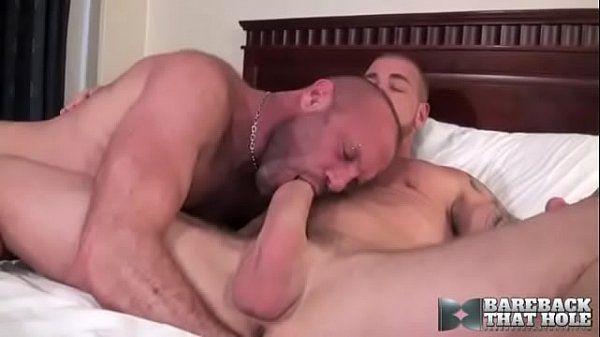 Hétero dotado de pica comendo cu de macho enrustido