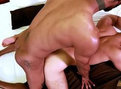 Homens pelados gostosos fazendo sexo gay excitante