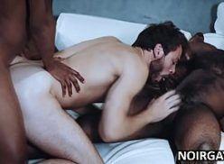Orgia gay interracial negões comendo branquinho