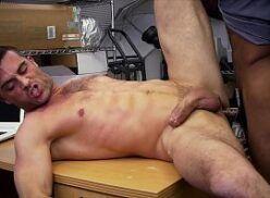 Gay safado enrustido dando pro colega de trabalho